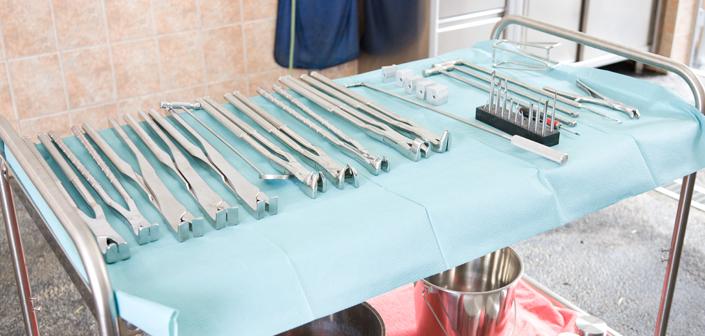 Ziehen (extrahieren) von überzähligen, fehlgestellten oder kranken Zähnen